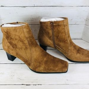 NWT Franco Sarto Suede Ankle Boots Size 7.5 M